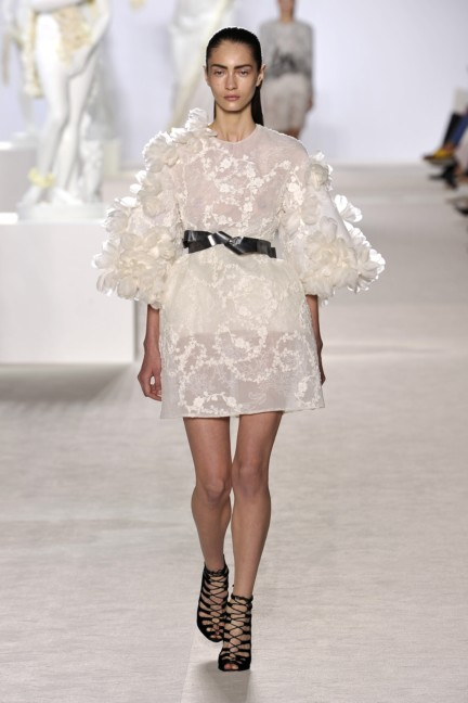 giambattista-valli-haute-couture-aw13-look-04