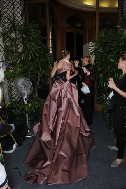 versace-haute-couture-autumn-winter-2014-2015-backstage-163