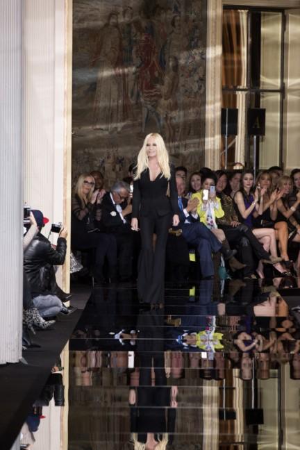 donatella-versace-paris-haute-couture-spring-summer-2015-2