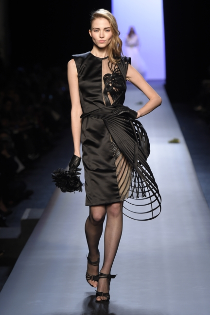 jean-paul-gaultier-paris-haute-couture-spring-summer-2015-runway-37