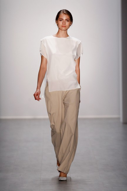 hien-le-mercedes-benz-fashion-week-berlin-spring-summer-2015-12