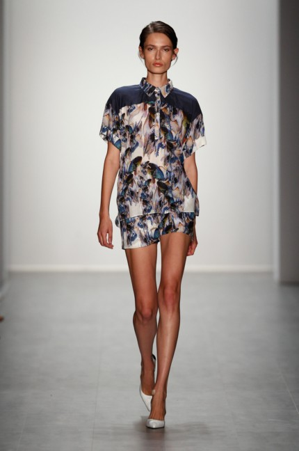 hien-le-mercedes-benz-fashion-week-berlin-spring-summer-2015-20