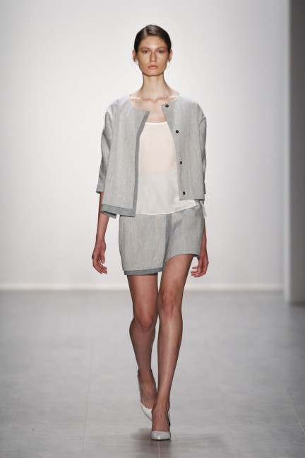 hien-le-mercedes-benz-fashion-week-berlin-spring-summer-2015-24