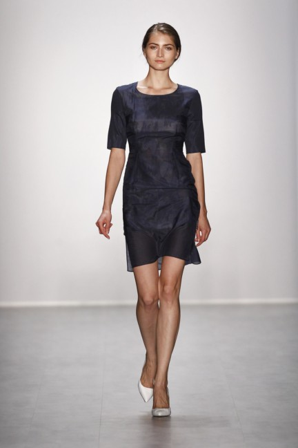 hien-le-mercedes-benz-fashion-week-berlin-spring-summer-2015-25