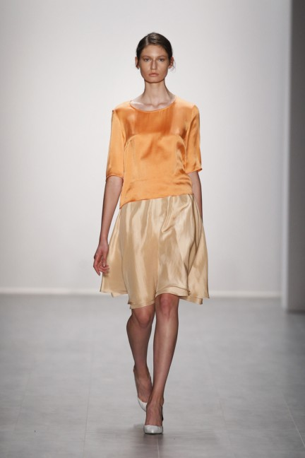 hien-le-mercedes-benz-fashion-week-berlin-spring-summer-2015-3