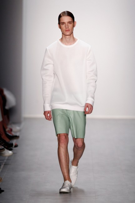 hien-le-mercedes-benz-fashion-week-berlin-spring-summer-2015-30