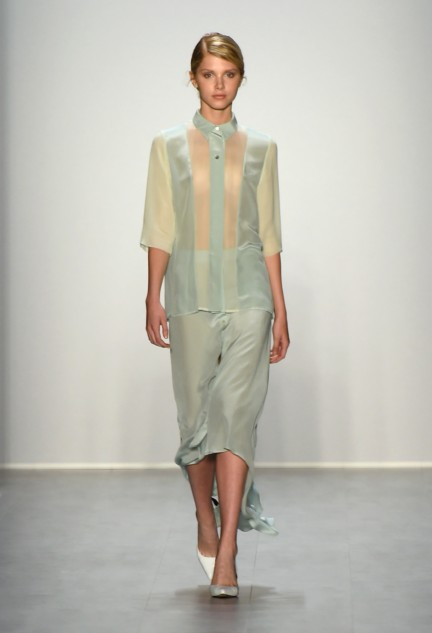 hien-le-mercedes-benz-fashion-week-berlin-spring-summer-2015-31