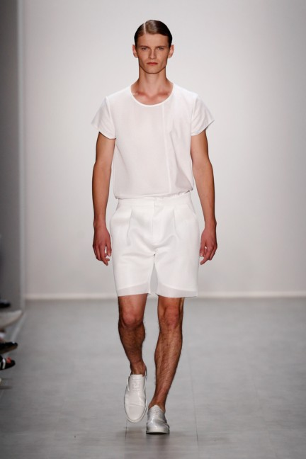hien-le-mercedes-benz-fashion-week-berlin-spring-summer-2015-32