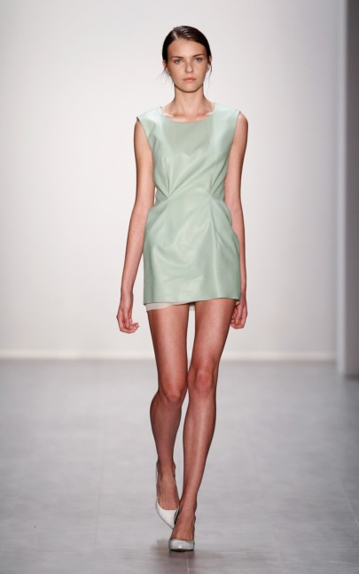 hien-le-mercedes-benz-fashion-week-berlin-spring-summer-2015-33