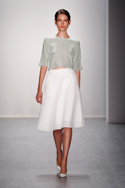 hien-le-mercedes-benz-fashion-week-berlin-spring-summer-2015-34