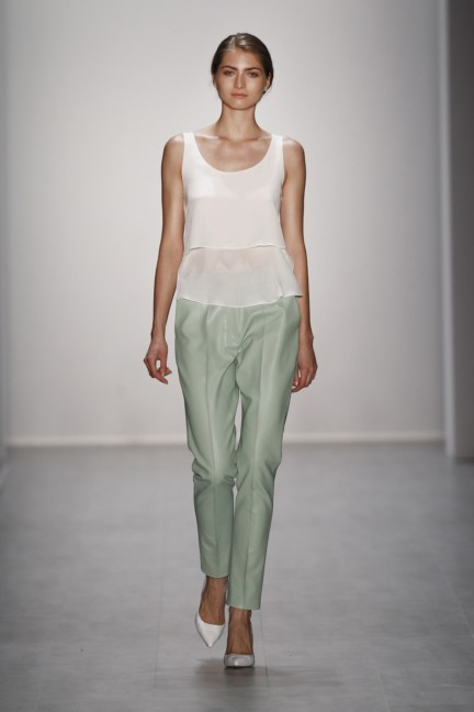 hien-le-mercedes-benz-fashion-week-berlin-spring-summer-2015-35