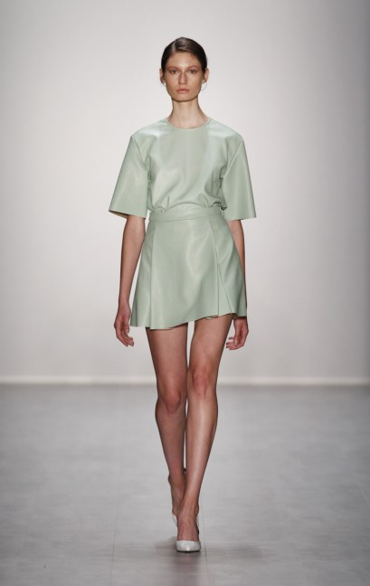 hien-le-mercedes-benz-fashion-week-berlin-spring-summer-2015-36