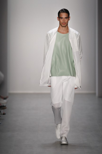hien-le-mercedes-benz-fashion-week-berlin-spring-summer-2015-37