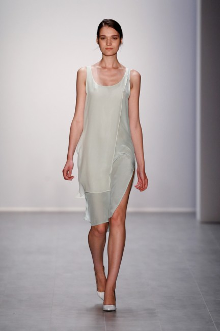 hien-le-mercedes-benz-fashion-week-berlin-spring-summer-2015-38
