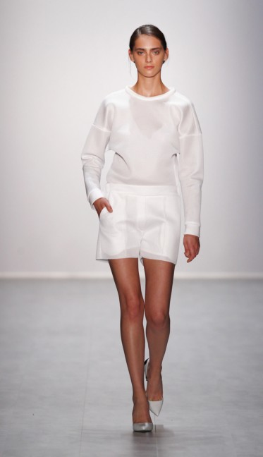 hien-le-mercedes-benz-fashion-week-berlin-spring-summer-2015-39