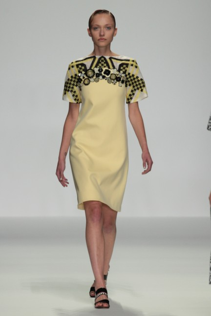 holly-fulton-london-fashion-week-spring-summer-2015-11