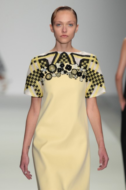 holly-fulton-london-fashion-week-spring-summer-2015-12