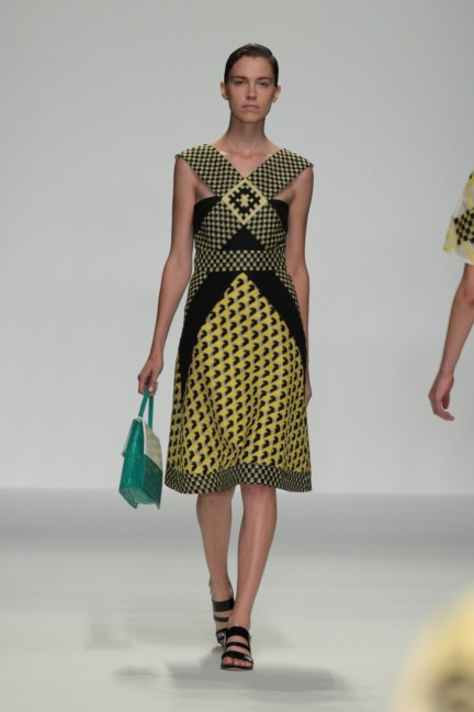 holly-fulton-london-fashion-week-spring-summer-2015-15