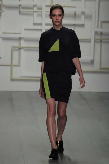 j-js-lee-london-fashion-week-spring-summer-2015-5
