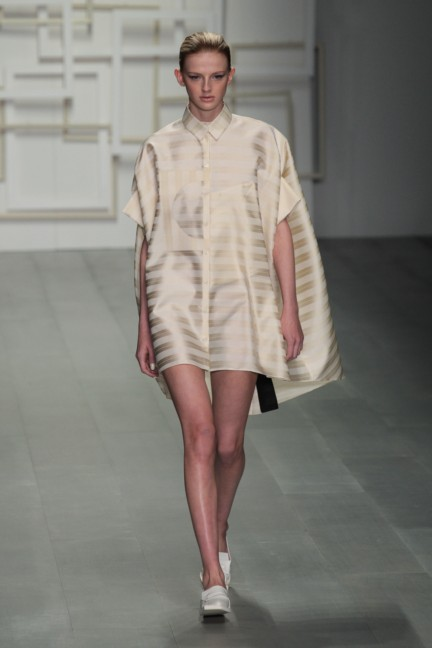 j-js-lee-london-fashion-week-spring-summer-2015-59