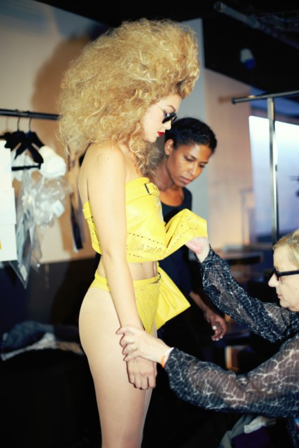 jean-paul-gaultier-paris-fashion-week-spring-summer-2015-backstage-113