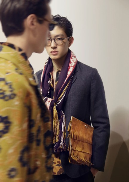 backstage-at-the-burberry-prorsum-menswear-autumn_winter-2015-sho_009