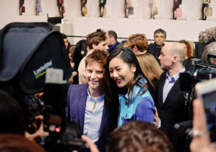 christopher-bailey-and-liu-wen-backstage-at-the-burberry-prorsum-autumn_winter-2015-sho_002