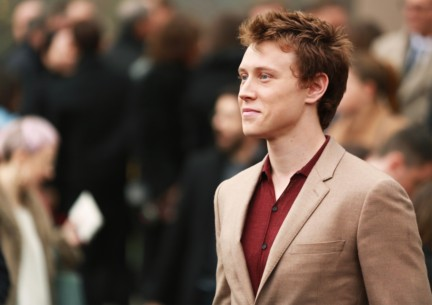 george-mackay-wearing-burberry-at-the-burberry-prorsum-autumn_winter-2015-show