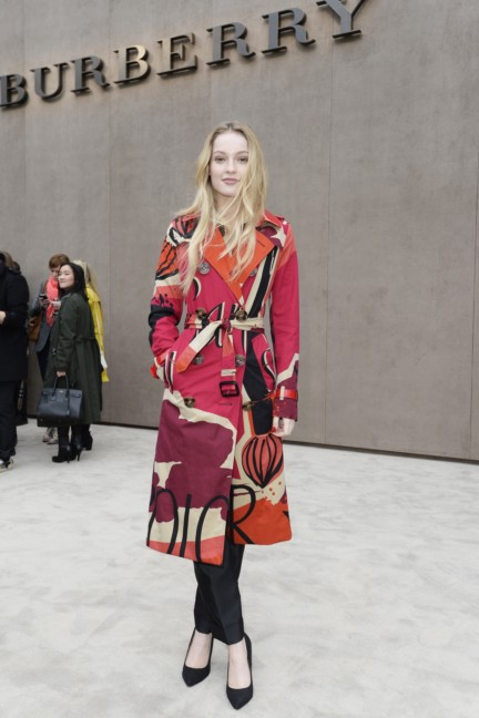 hannah-dodd-wearing-burberry-at-the-burberry-prorsum-autumn_winter-2015-show