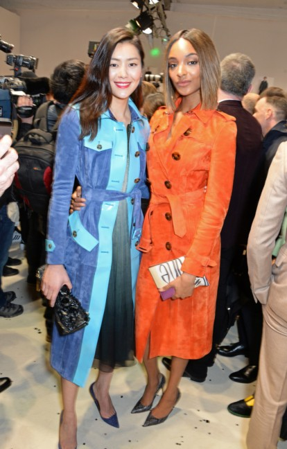 jourdan-dunn-and-liu-wen-wearing-burberry-at-the-burberry-prorsum-autumn_winter-2015-show