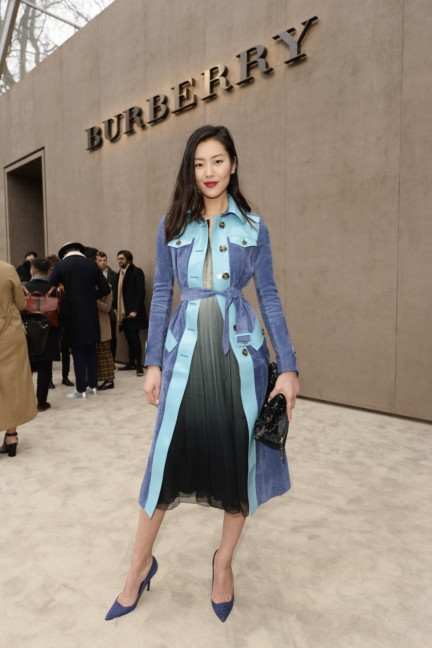 liu-wen-wearing-burberry-at-the-burberry-prorsum-autumn_winter-2015-sho_003