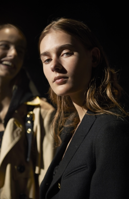 backstage-at-the-burberry-womenswear-s_s16-sho_008