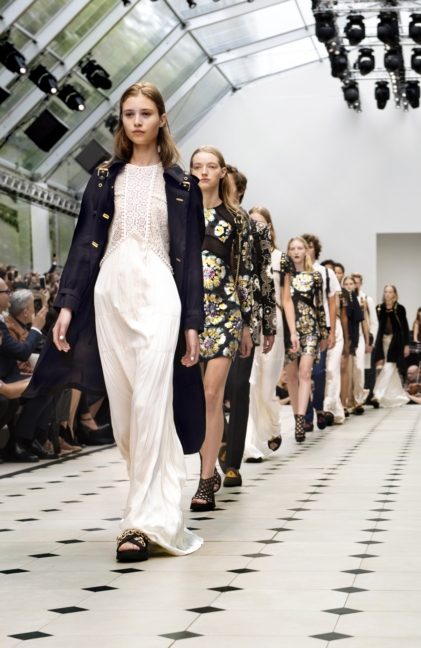 burberry-womenswear-s_s16-show-final_002