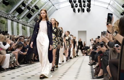 burberry-womenswear-s_s16-show-final_003