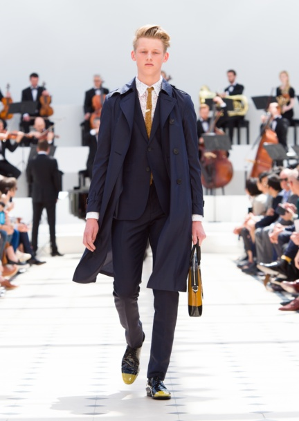 burberry-menswear-spring-summer-2016-collection-look-1