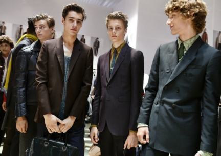 backstage-at-the-burberry-menswear-spring-summer-2016-sho_004