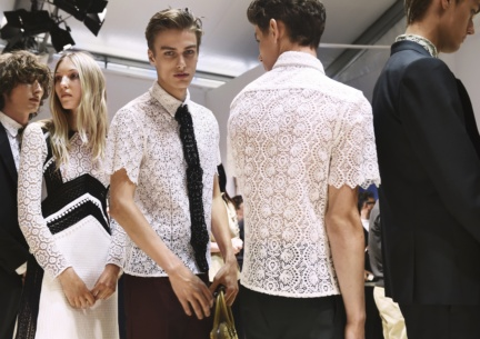 backstage-at-the-burberry-menswear-spring-summer-2016-sho_006
