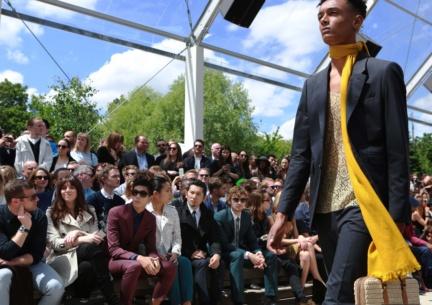 burberry-menswear-spring-summer-2016-sho_007