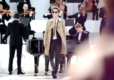 the-new-burberry-chelsea-trench-coat-and-suiting