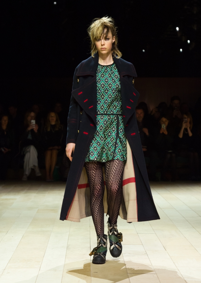 burberry-womenswear-february-2016-collection-look-1