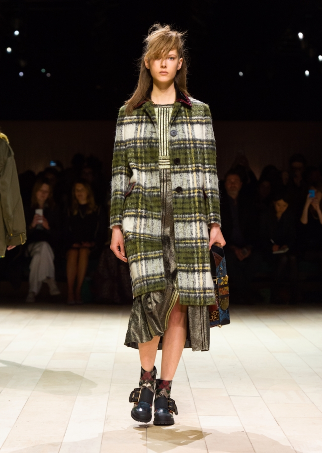 burberry-womenswear-february-2016-collection-look-10
