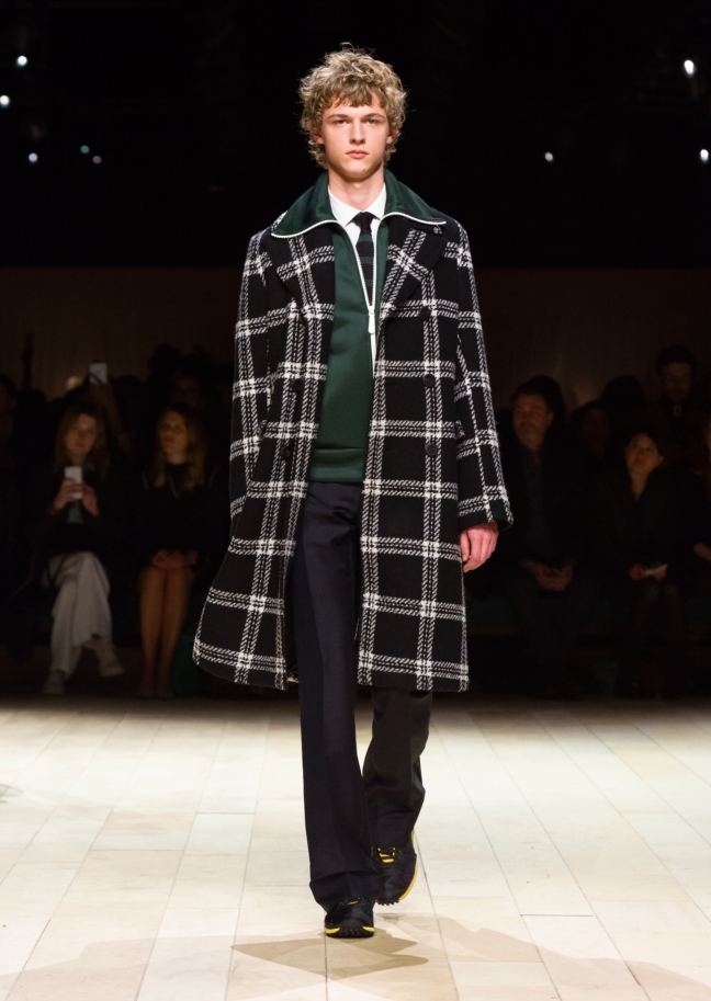 burberry-womenswear-february-2016-collection-look-16