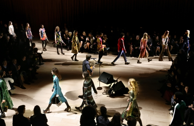 burberry-womenswear-february-2016-show-finale_001