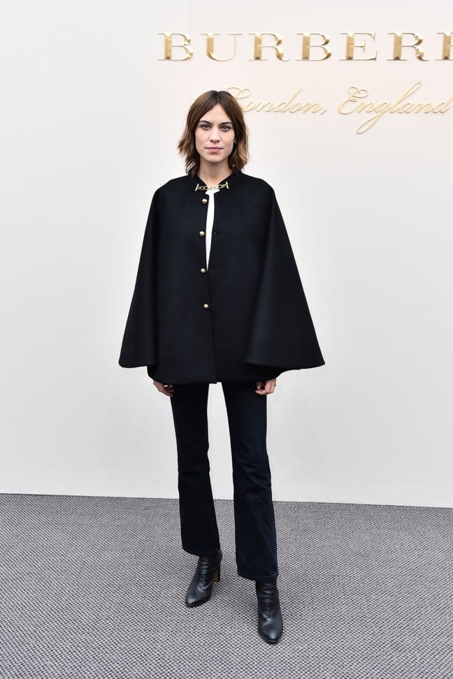 alexa-chung-wearing-burberry-at-the-burberry-womenswear-february-2016-show_001