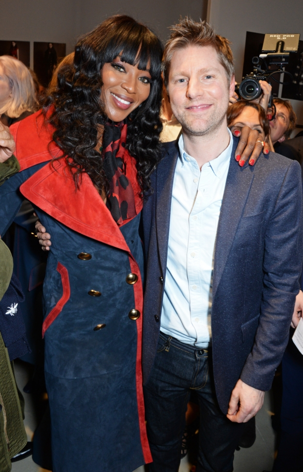 christopher-bailey-and-naomi-campbell-backstage-at-the-burberry-womenswear-february-2016-show