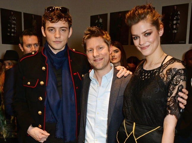 christopher-bailey-josh-whitehouse-and-amber-anderson-backstage-at-the-burberry-womenswear-february-2016-show