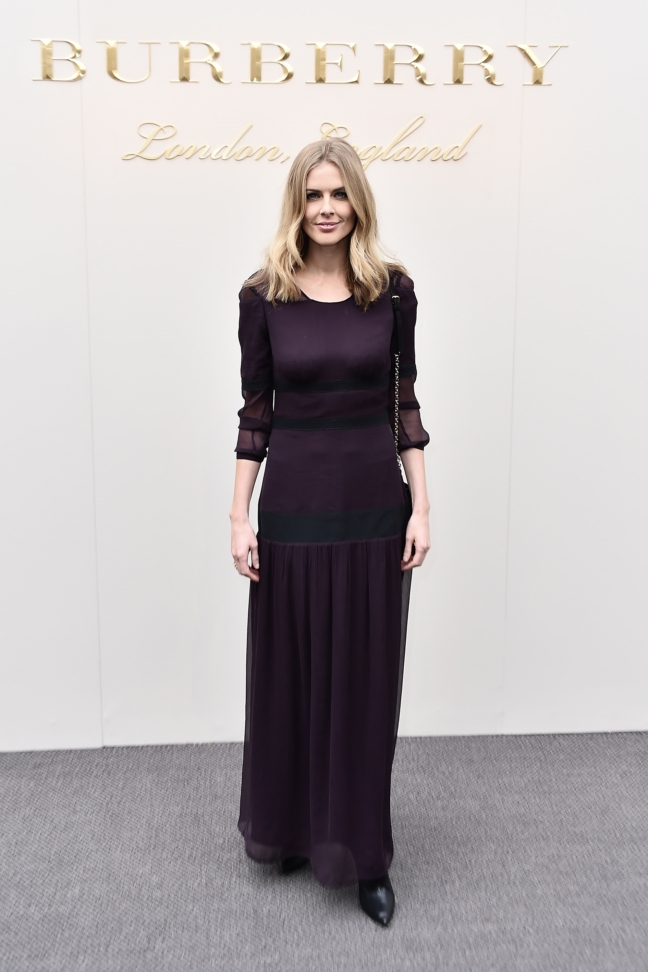 donna-air-wearing-burberry-at-the-burberry-womenswear-february-2016-show