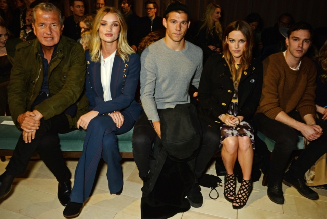 mario-testino-rosie-huntington-whiteley-ben-smith-petersen-riley-keough-and-nicholas-hoult-at-the-burberry-womenswear-february-2016-show