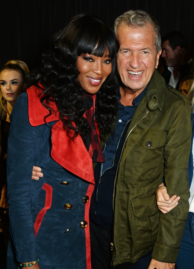 naomi-campbell-and-mario-testino-at-the-burberry-womenswear-february-show