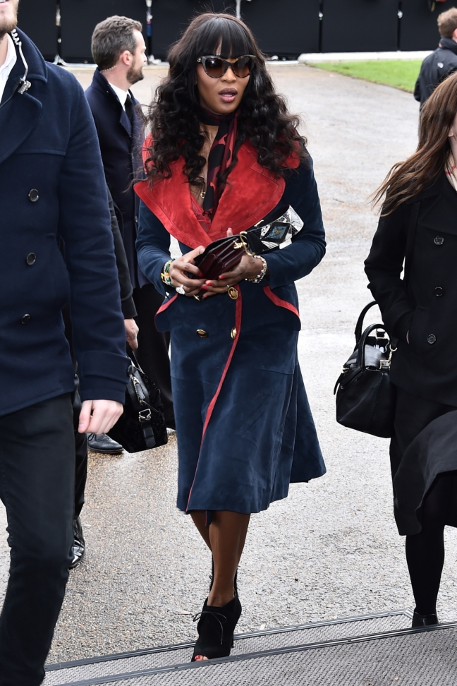 naomi-campbell-wearing-burberry-at-the-burberry-womenswear-february-2016-show_001